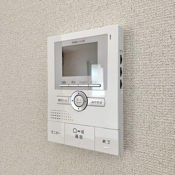 【ディテール】モニター付きインターホンがLDKにあるので2階から訪問者を確認できますね。
