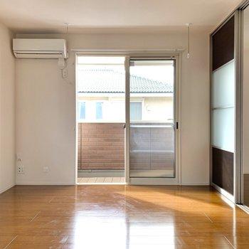【LDK】隣の洋室とはパーテーションで仕切られています。