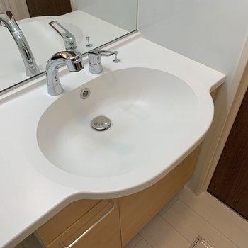 洗面ボウルもお掃除しやすそうなデザインです。