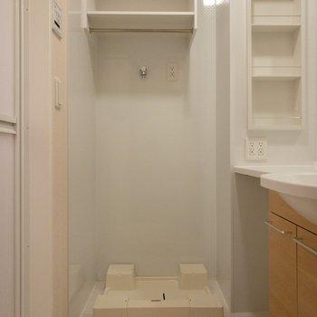 洗濯機は一番奥へ。脱衣スペースもしっかりありますね。
