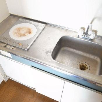 シンクにまな板を渡せば、調理スペースを広げられますよ!