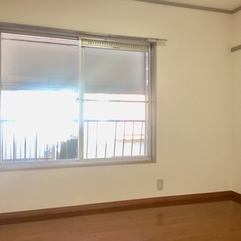 【2F4.5帖洋室】左手側の北向きのお部屋。寝室にしようかな。
