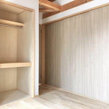 【洋室1】2つの洋室は引き戸で仕切れるし、開けっ放しでも開放感を味わえますよ。