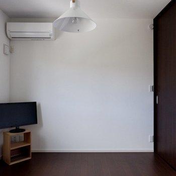 洋室にはエアコンが付いています。