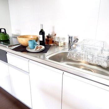 シンクも調理スペースもゆったりしています。