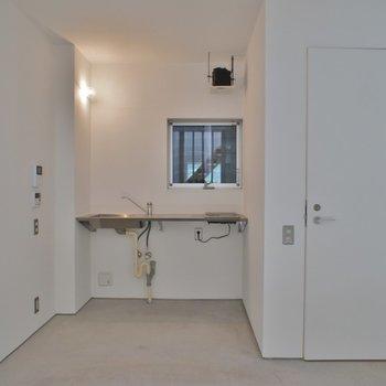 床はコンクリです。※写真は、同タイプの別部屋