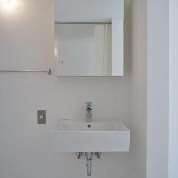 洗面も広々していますよ。※写真は、同タイプの別部屋