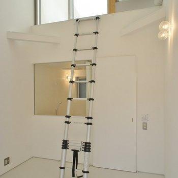 天井が高い!!。※写真は、同タイプの別部屋
