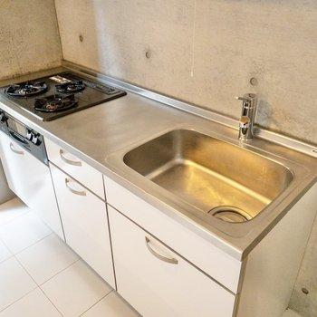 【LDK】収納はしっかり、調理スペースもゆったり。
