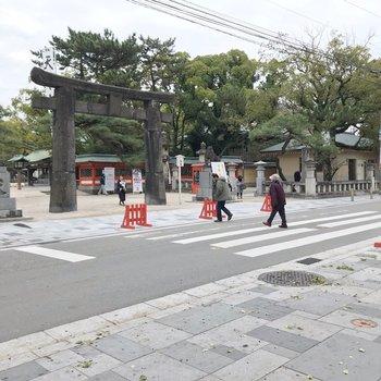 駅前は日本的。筥崎宮にパン屋さん、毎日通いたくなっちゃいます。