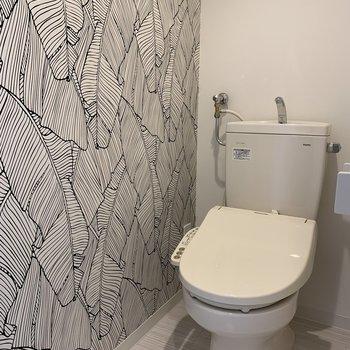 おトイレにはボタニカルなアクセント
