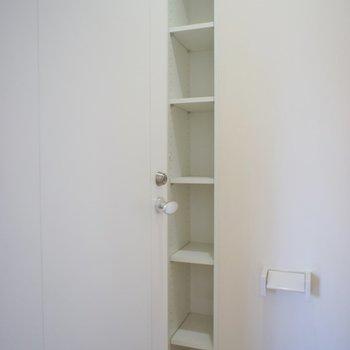 トイレにもたっぷり収納。※写真は同タイプの別室。