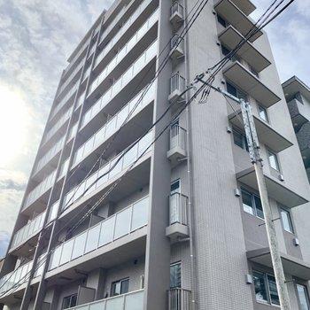 10階建ての新築マンションです。