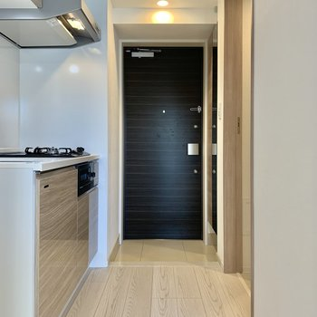 冷蔵庫はキッチン横に置けますよ。