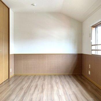 【洋室7.5帖】クローゼットもある空間です。