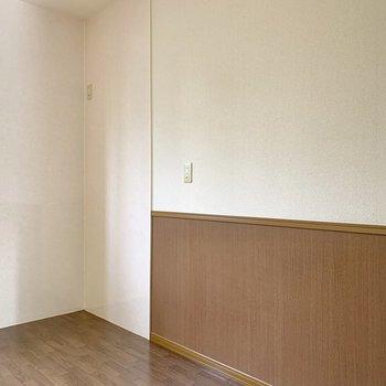 【LDK】キッチンの背中には冷蔵庫や食器棚を置きましょう。