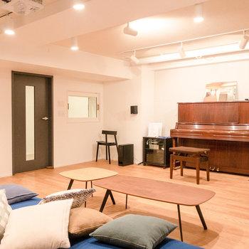 楽器演奏や映画鑑賞が楽しめる防音スタジオ。