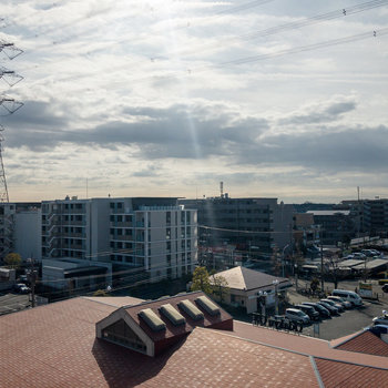 バルコニーからの眺めは奥が開けています。