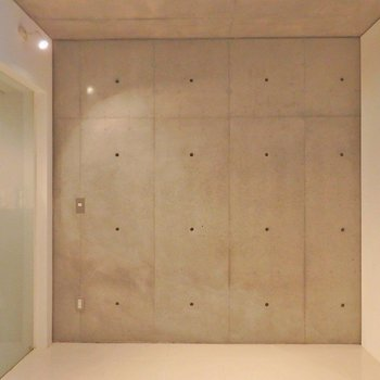 お隣はスケルトンバスルームな寝室…?! ※写真は同間取り別部屋のものです。