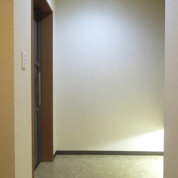玄関まわりはゆったりしてます!(※写真は3階の反転間取り別部屋のものです)