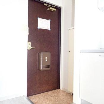玄関は脱ぎ履きに十分なスペース