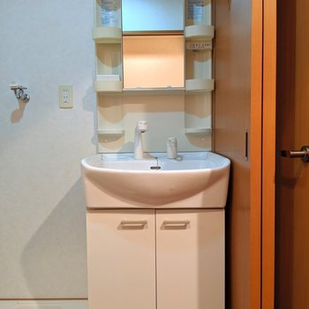 独立洗面台もしっかりあります◎ (※写真は2階の同間取り別部屋のものです)