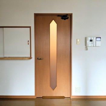 ぷちカウンターの扉は閉められるんです◎ (※写真は2階の同間取り別部屋のものです)