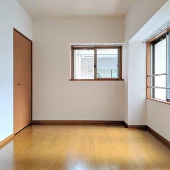 角部屋だから2面採光。 (※写真は2階の同間取り別部屋のものです)