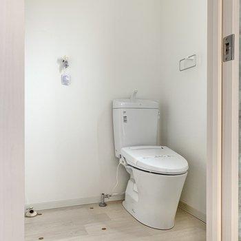 トイレのお隣が洗濯機置き場。