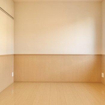 【洋室北側】廊下へ出て、玄関側の洋室へ