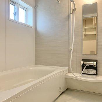 バスルームには窓があって換気がしやすいですね