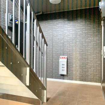 お部屋は階段横の角部屋です