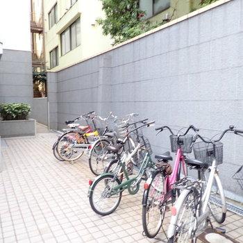 共用部】駐輪場は建物前に。