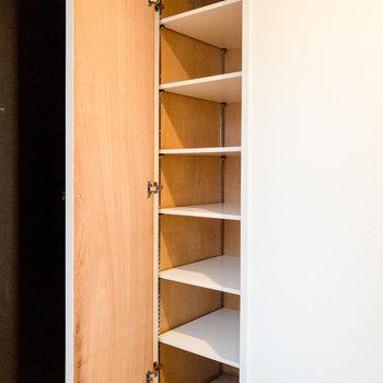 シューズボックスにはブーツなども入りそうです。※写真は7階同間取り別部屋のものです。