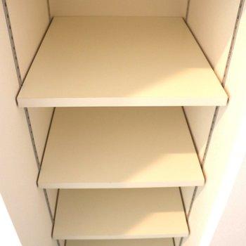 天井まであるシューズボックス※写真は1階の同間取り別部屋のものです