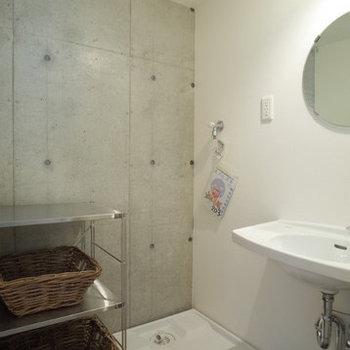 スッキリとしたシンプルな水回り。※写真は2階の同間取り別部屋のものです