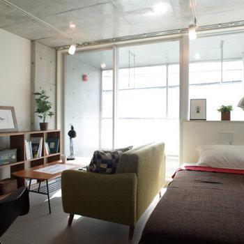 明るく開放的な空間です。※写真は2階の同間取り別部屋のものです