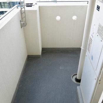 バルコニーはコンパクト(※写真は11階の同間取り角部屋のものです)