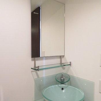 爽やかな洗面台(※写真は11階の同間取り角部屋のものです)