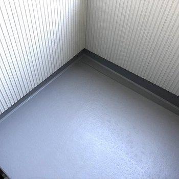 2階のバルコニーはコンパクトです。