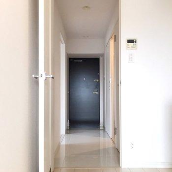 玄関側にももう1部屋。(※写真は7階の同間取り別部屋のものです)