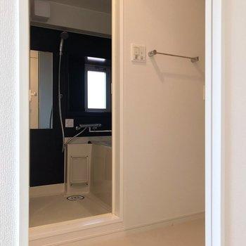 広さしっかり。お風呂に窓があるのは、角部屋の特権ですね。(※写真は7階の同間取り別部屋のものです)