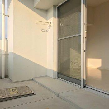 南向きで日当たり◎お部屋の中までしっかり明るいんです。(※写真は7階の同間取り別部屋のものです)