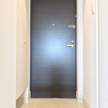 玄関もゆったり。傘立てにもこだわりたくなるな。(※写真は7階の同間取り別部屋のものです)