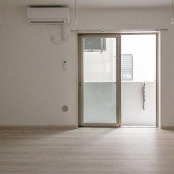 【LDK】テレビ線は左側にあります。※写真は2階の同間取り別部屋のものです。