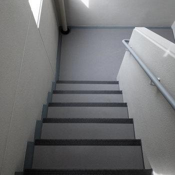 明るい階段でした。