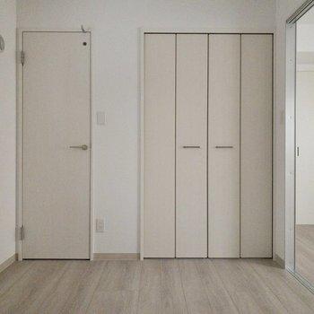 【納戸5.2帖】シングルベットは余裕で置けそう。※写真は2階の同間取り別部屋のものです。