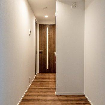 【LDK】LDKの廊下部分。冷蔵庫やラックが置けますよ。