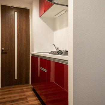 【LDK】その先には真っ赤なキッチン!