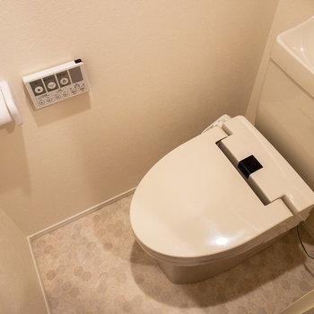 おトイレがあります。床が可愛いです。